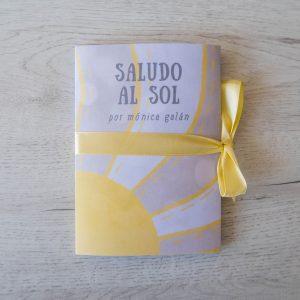 Libro concertina con la secuencia del Saludo al Sol ilustrada por Mónica Galán